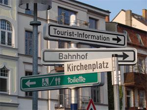 wegweiser-kirchenplatz